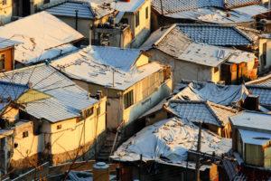 韓国の首都ソウル、富と貧困が同居する街